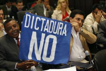 Cartelon Oponiendose a la dictadura