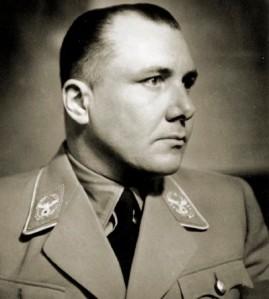 1972: en Berlín, el esqueleto descubierto durante unas excavaciones es identificado como el de Martin Bormann (lugarteniente de Adolf Hitler).