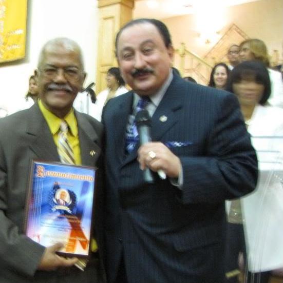 Rev. Dr. Rolando Gómez celebrando 50 años Pastorado, junto al Rev. Dr. Héctor A. Chieza, de Radio Visión.