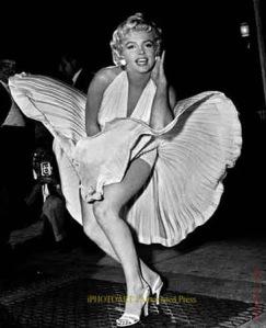 Marilyn Monroe (Actriz) Billy Graham la visitó durante una presentación de un show.