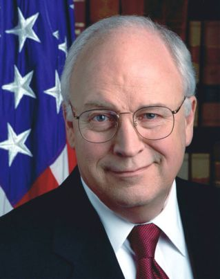 2006: en Corpus Christi (Texas), el vicepresidente Dick Cheney (1941–) le dispara accidentalmente una perdigonada (unos 200 perdigones) a su amigo, el multimillonario Harry Whittington (1927–); algunos se alojan en el corazón, lo que el le provocará un ataque cardíaco (el 14 de febrero).