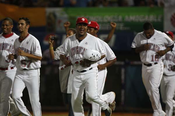 Los Leones del Escogido de Rep. Dominicana, despues de 18 años que no ganaba en su país, ayer se convirtió en campeón de béisbol en la Serie Del Caribe, celebrada en la isla Margarita, de Venezuela.