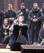 1587: en Inglaterra, María Estuardo es ejecutada bajo sospecha de haberse implicado en el complot de Babington para matar a su prima Isabel I de Inglaterra.